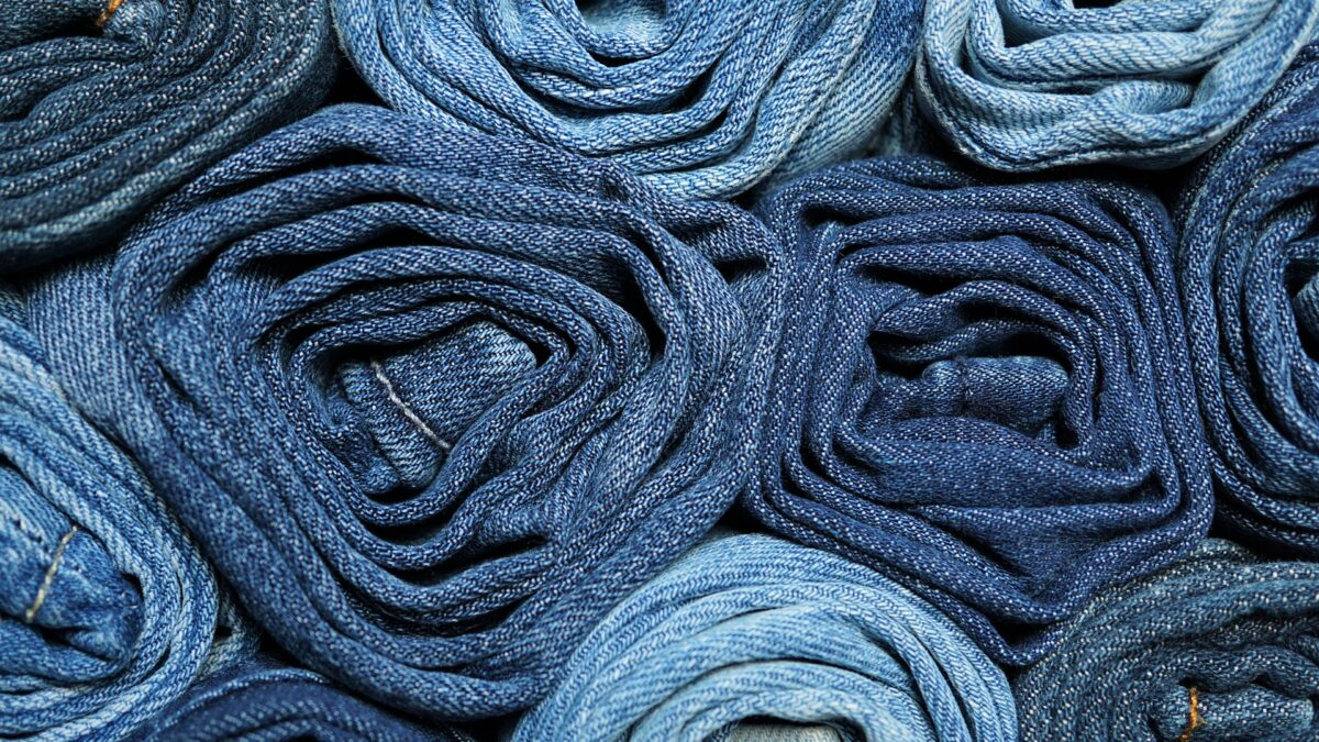 Washing tips: a proper way to wash your jeans and white clothes